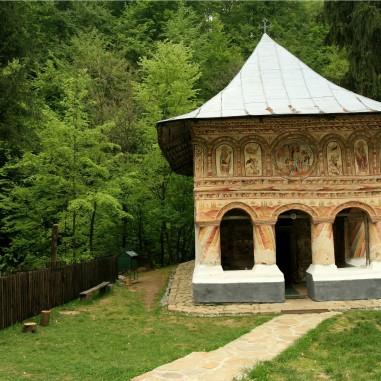 Biserica Sfintei Mănăstiri Jgheaburi