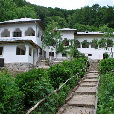 Sfânta Mănăstire Jgheaburi